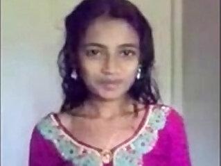 الهند: Sylheti furi bares all
