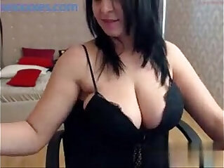Big tits brunette babe shows off her curvy body on cam