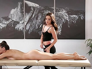 pijat: Celeste Star meets her masseuse fangirl Gia Paige Fantasy Massage