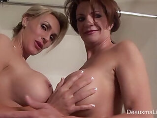 Deauxma Tanya Tate Shower During Live cam Show!