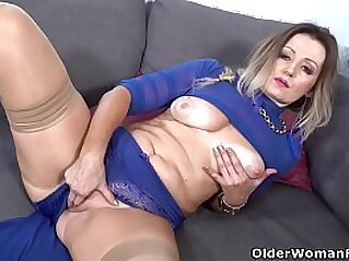 mom  ,  old  ,  old and young  ,  pussy  ,  solo   chinese porn