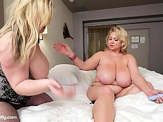 mature  ,  MILF  ,  old  ,  plumper  ,  solo   chinese porn